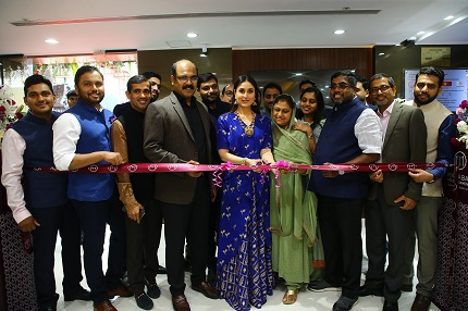 Bollywood actress Ms Kareena Kapoor Khan, who is also its Brand Ambassador inaugurated the store on 27th April