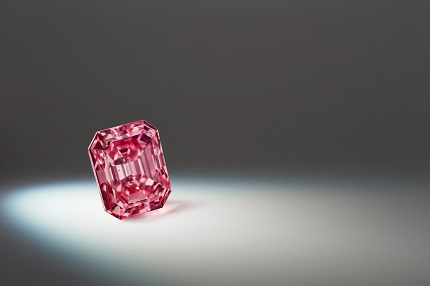 Argyle Alpha™ 3.14 carat, emerald, Fancy Vivid Purplish Pink.By Rio Tinto Photo Library