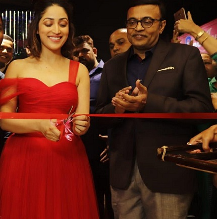 Actress Yami Gautam & Mr. Sunil Nayak, CEO Reliance Jewels at Reliance Jewels Showroom Launch in Guwahati