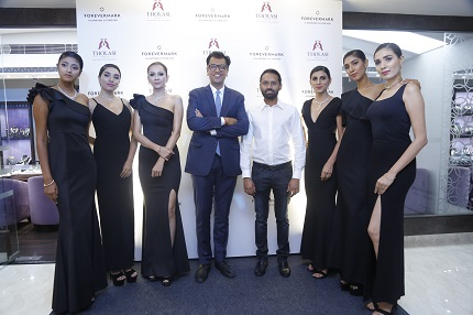 Mr. Tilak Tholasi, Managing Partner, Tholasi Jewels and Mr. Sachin Jain, President, Forevermark India with models at an exclusively launch of Forevermark at Tholasi Jewels in Mysuru