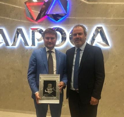 ALROSA CEO Sergey Ivanov (l) and IDE President Yoram Dvash at ALROSA headquarters