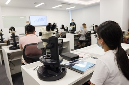 GIA Graduate Diamonds Course through Peking University Resource College held in July 2020. Photo by GIA.