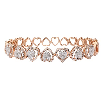 Heart bracelet crafted in 18-carat   rose gold by Entice, KGK Since 1905, features heart cut white diamonds