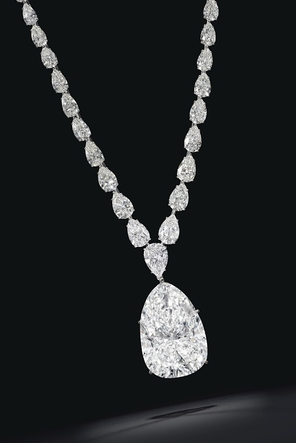 DIAMOND PENDANT NECKLACE OF 115.83 CARATS_on black